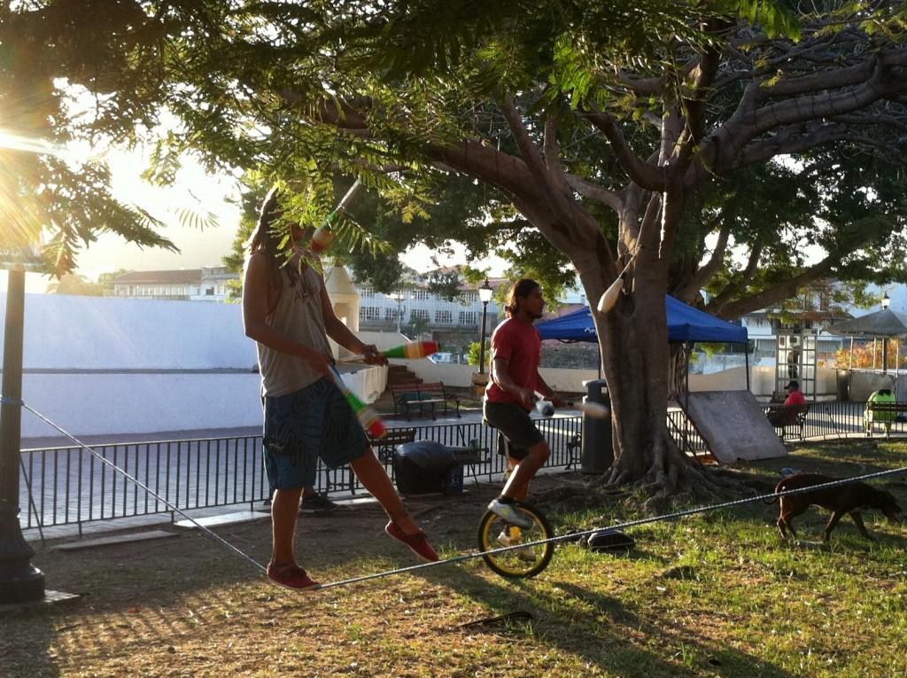 Circus artists at Plaza Francia