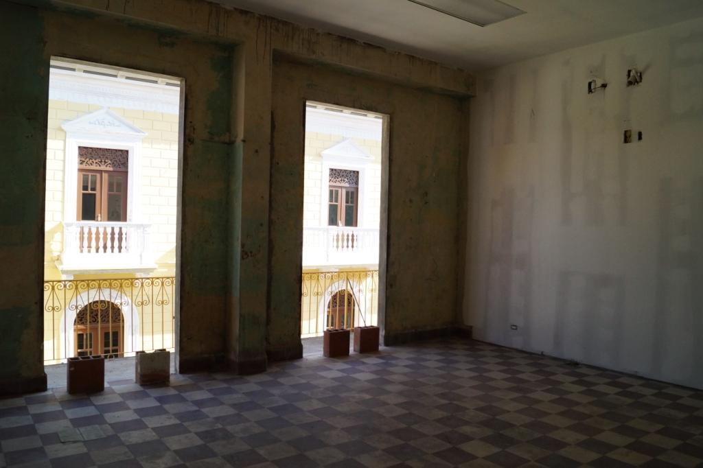 Primer edificio de oficinas en el casco viejo el colegio for Oficina del casco antiguo